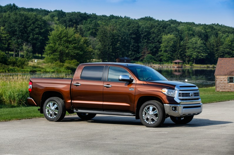 2014-Toyota-Tundra-Front-Three-Quarters